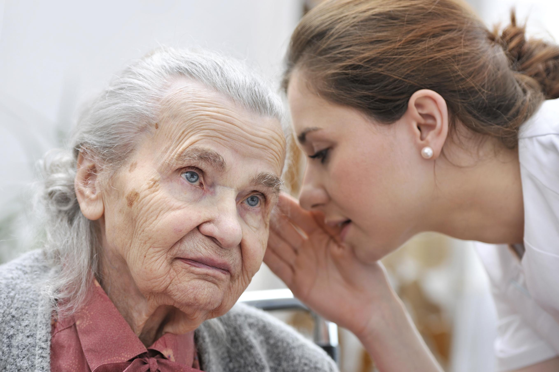 Malentendants âgés : bientôt deux appareils remboursés ?